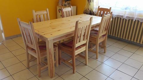 fenyő konyhai asztal székekkel